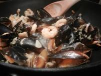 Meeresfrüchte-Topf m. Baguette