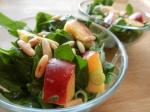 Spinat-Nektarinen-Salat