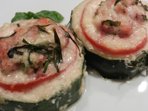 Zucchini-Tuermchen-Kaesesauce_05