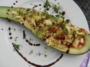 Gefüllte-Zucchini-Tomaten-Oliven-Feta_01