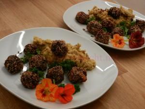 Sesam-Bohnenbaellchen-auf-Pueree_05