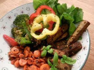 Buddha-Bowl-Karotten-Tofu-Brokkoli_01