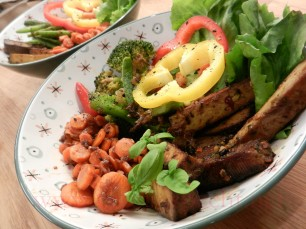 Buddha-Bowl-Karotten-Tofu-Brokkoli_02