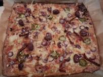 Thunfischpizza-Jalapenos-Oliven_04